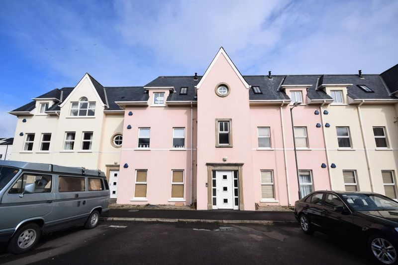2 Bedrooms Property for sale in West Strand Avenue, Portrush