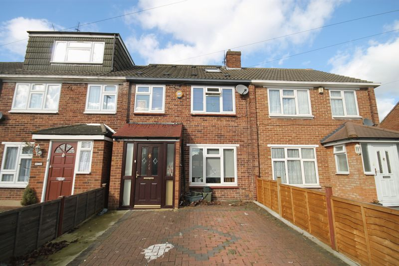 4 Bedrooms Property for sale in Ferrymead Avenue, Greenford