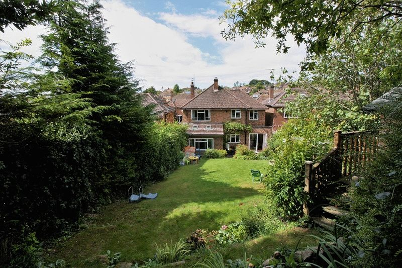 4 Bedrooms Property for sale in Balmoral Road, Salisbury