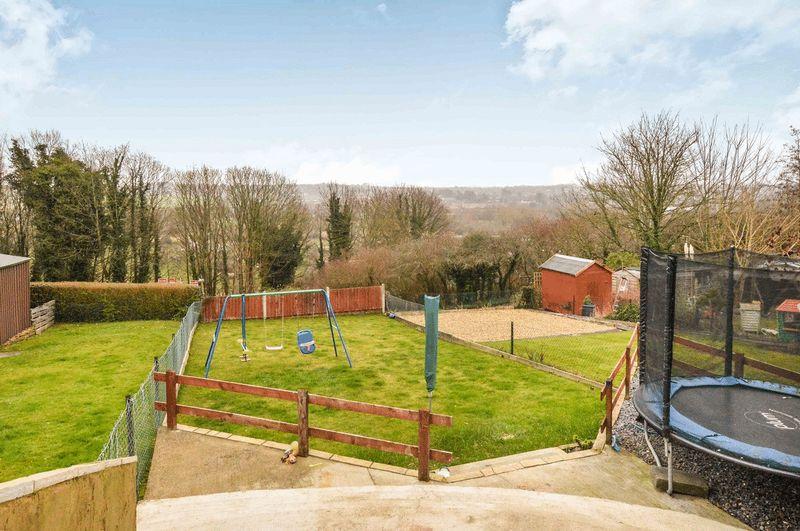 3 Bedrooms Property for sale in Devizes Road, Salisbury