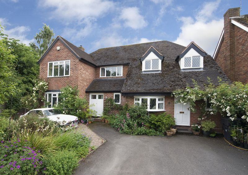 5 Bedrooms Property for sale in Park Road, Hagley