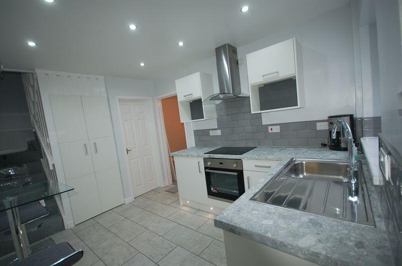2 Bedrooms Property for rent in 1 Coopers Lane, Cowbridge