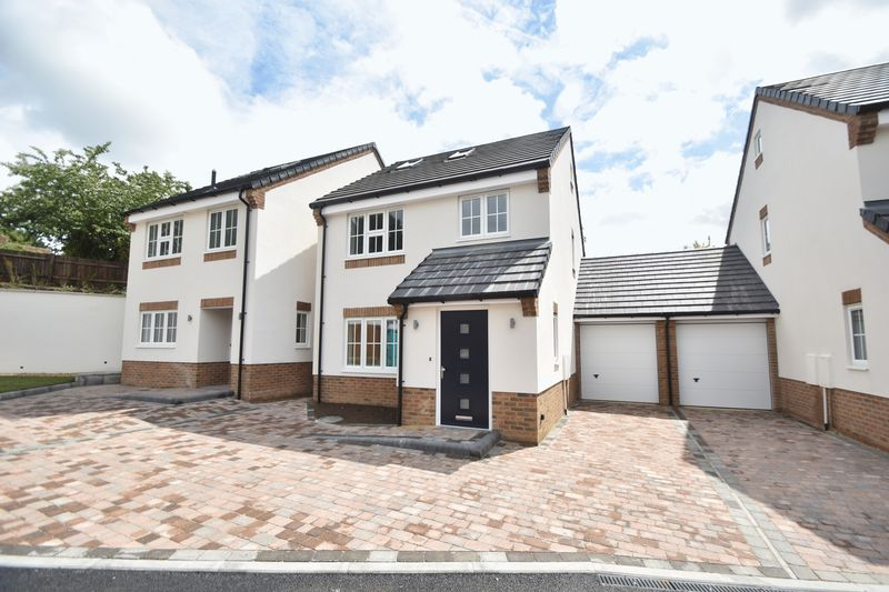 3 bedroom Detached  to rent in Colin Road, Luton - Photo 1