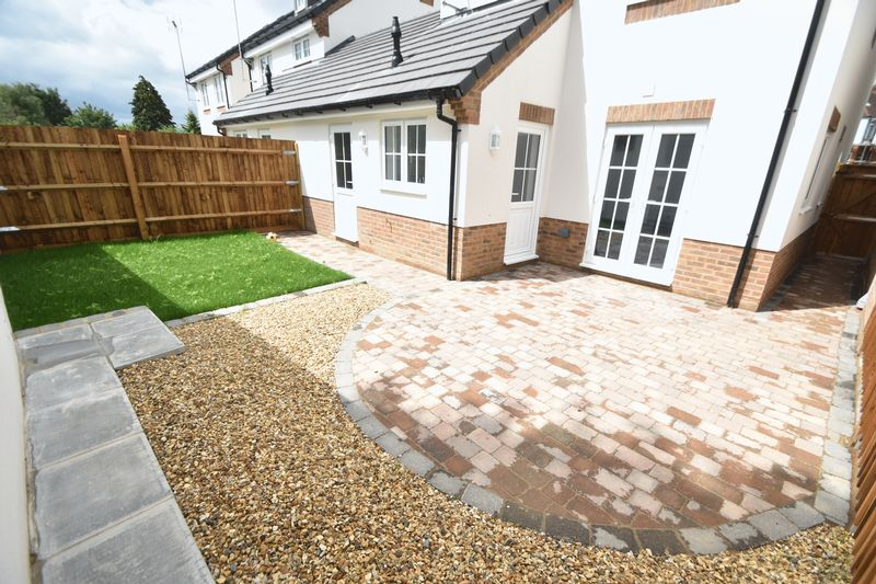 3 bedroom Detached  to rent in Colin Road, Luton - Photo 6