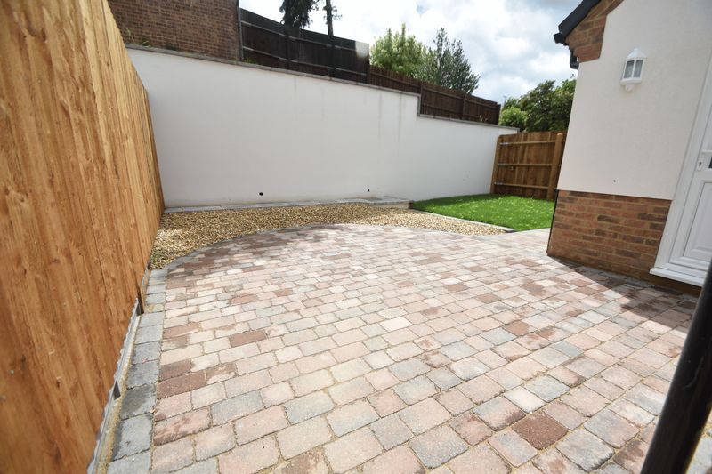 3 bedroom Detached  to rent in Colin Road, Luton - Photo 7