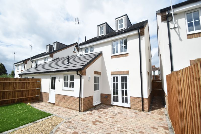 3 bedroom Detached  to rent in Colin Road, Luton - Photo 8