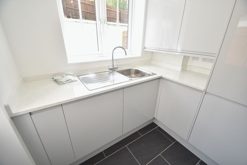 3 bedroom Detached  to rent in Colin Road, Luton - Photo 9