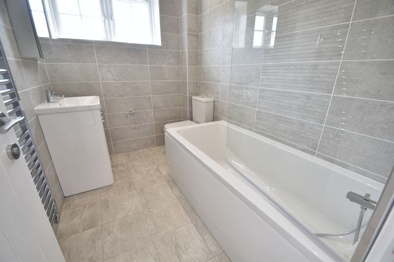 3 bedroom Detached  to rent in Colin Road, Luton - Photo 10