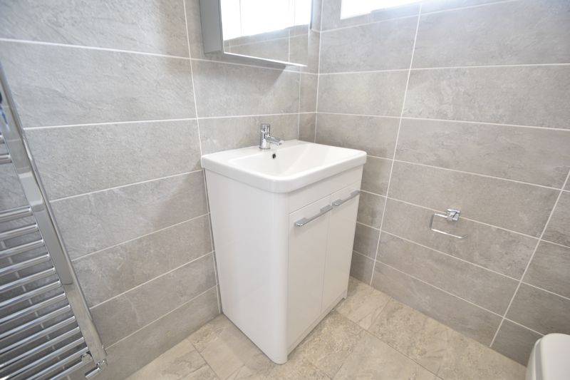 3 bedroom Detached  to rent in Colin Road, Luton - Photo 11