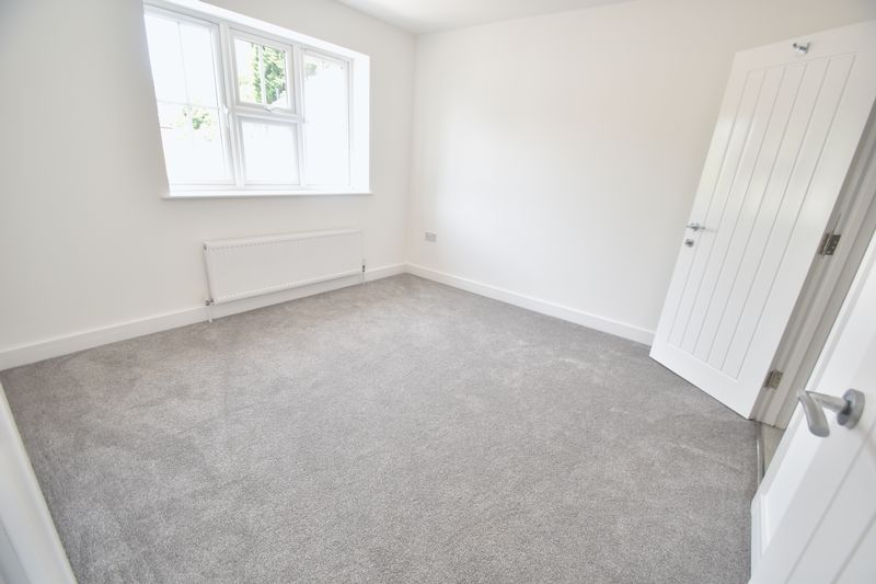 3 bedroom Detached  to rent in Colin Road, Luton - Photo 12