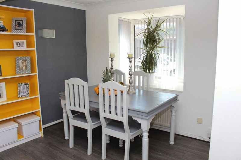 4 bedroom Detached  to buy in Fieldfare Green, Luton - Photo 7