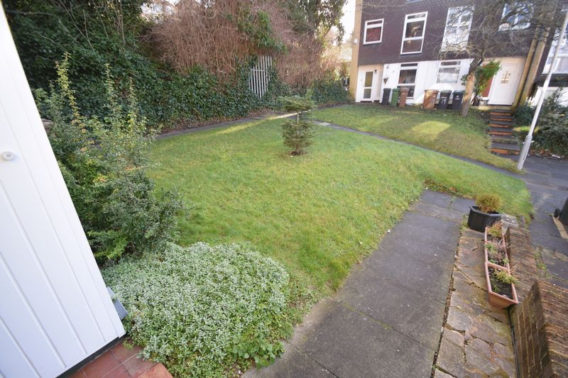 5 bedroom Mid Terrace to rent in Trowbridge Gardens, Luton - Photo 3