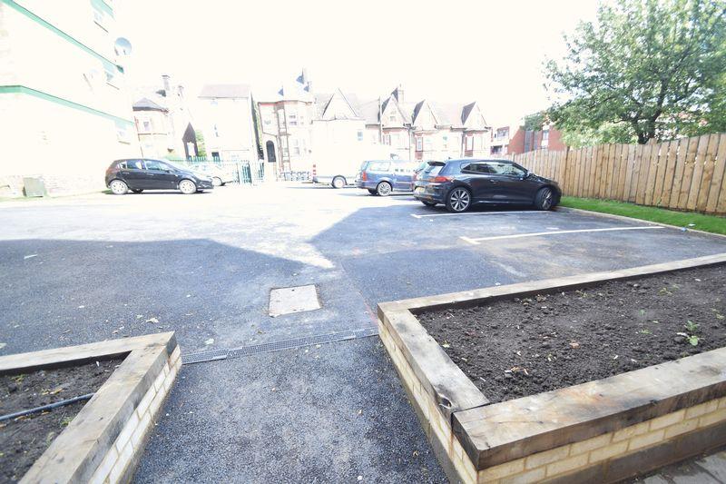2 bedroom Flat to rent in Brook Street, Luton - Photo 3