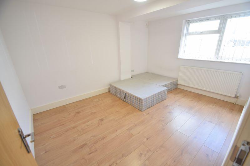 2 bedroom Flat to rent in Brook Street, Luton - Photo 4