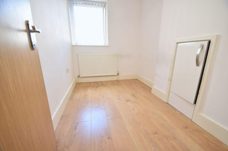 2 bedroom Flat to rent in Brook Street, Luton - Photo 5