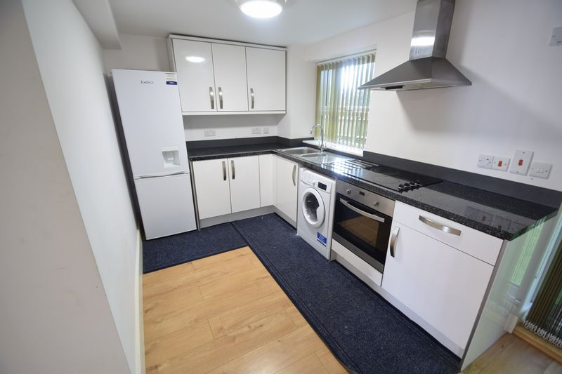2 bedroom Flat to rent in Brook Street, Luton - Photo 7