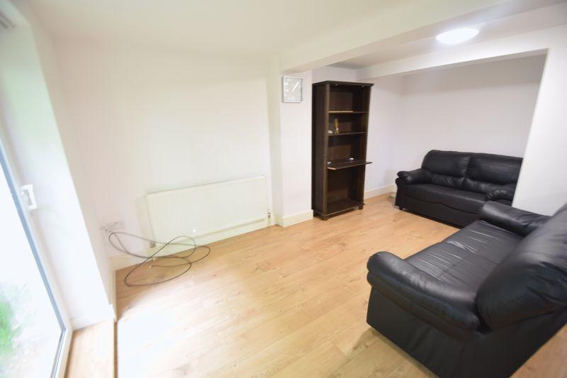 2 bedroom Flat to rent in Brook Street, Luton - Photo 8