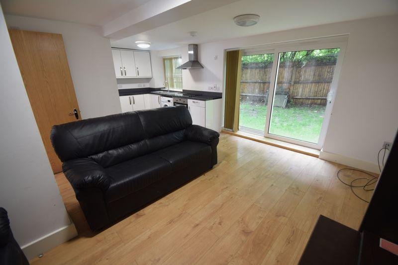 2 bedroom Flat to rent in Brook Street, Luton - Photo 11