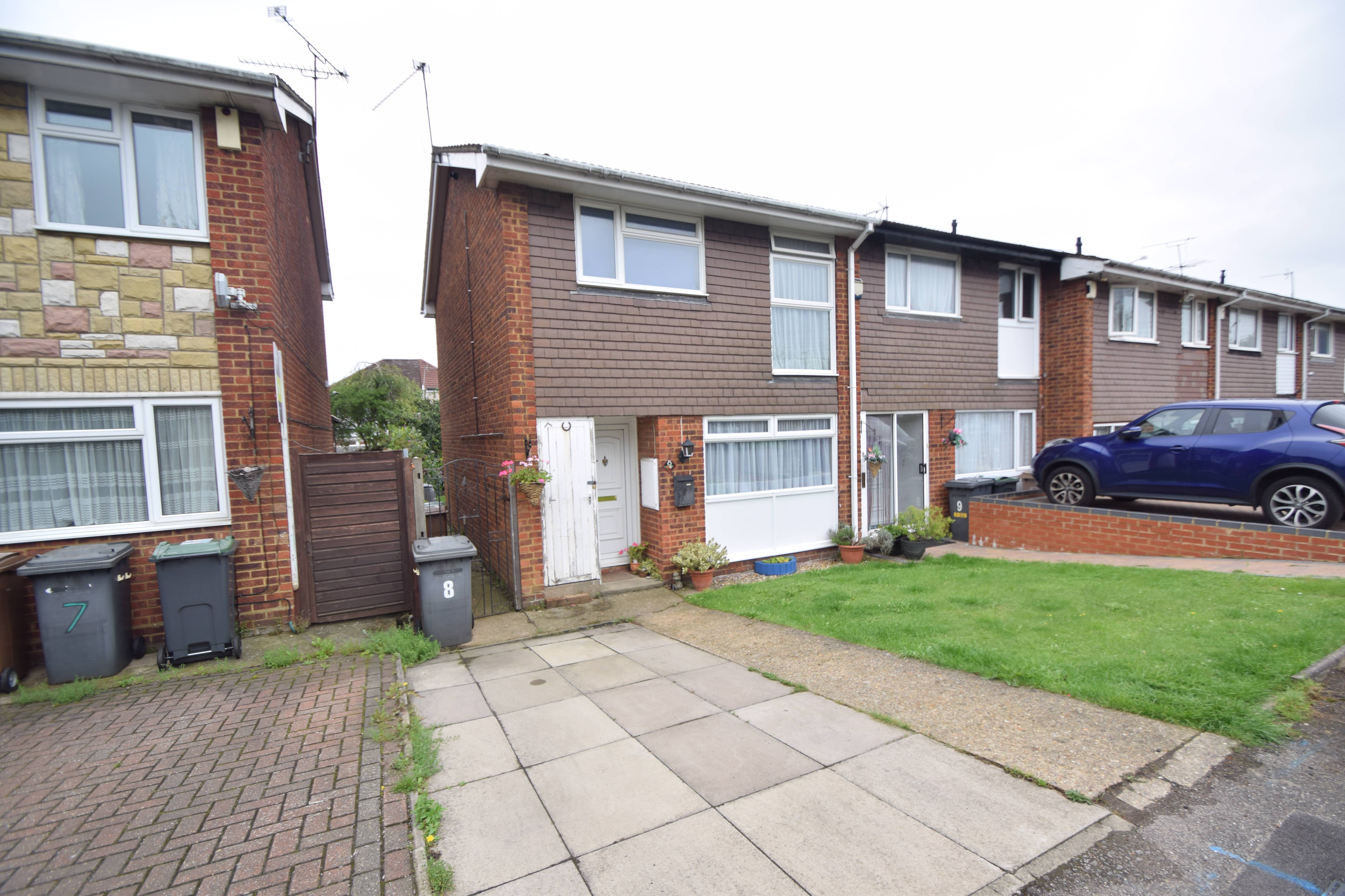 3 bedroom End Terrace to buy in Rosedale Close, Luton