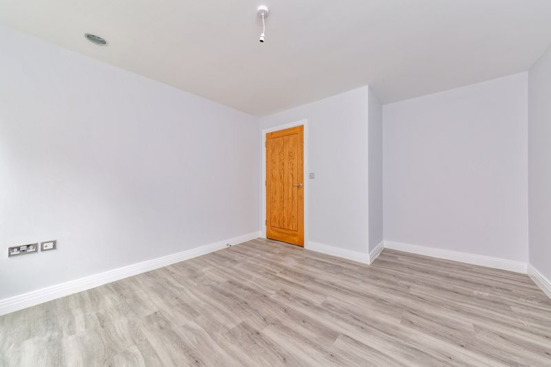1 bedroom  to buy in 48 Crawley Green Road, Luton - Photo 5