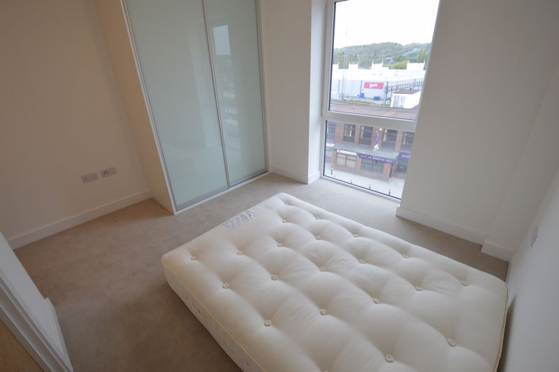 2 bedroom Flat to buy in Kimpton Road, Luton - Photo 3