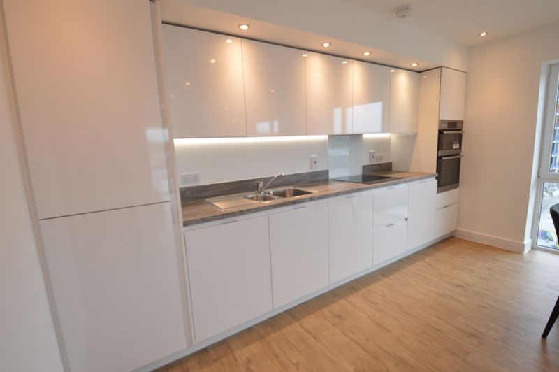 2 bedroom Flat to buy in Kimpton Road, Luton - Photo 8