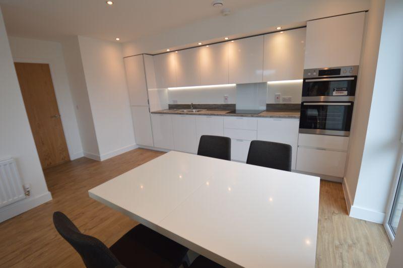 2 bedroom Flat to buy in Kimpton Road, Luton - Photo 12