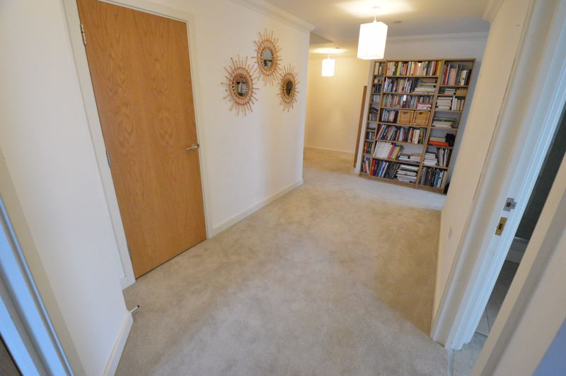 3 bedroom Apartment / Studio to rent in Midland Road, Luton - Photo 7
