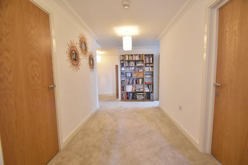 3 bedroom Apartment / Studio to rent in Midland Road, Luton - Photo 11