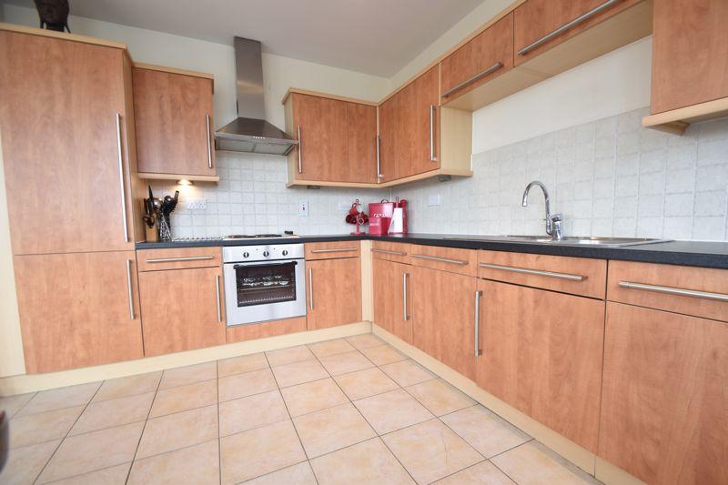 3 bedroom Apartment / Studio to rent in Midland Road, Luton - Photo 16