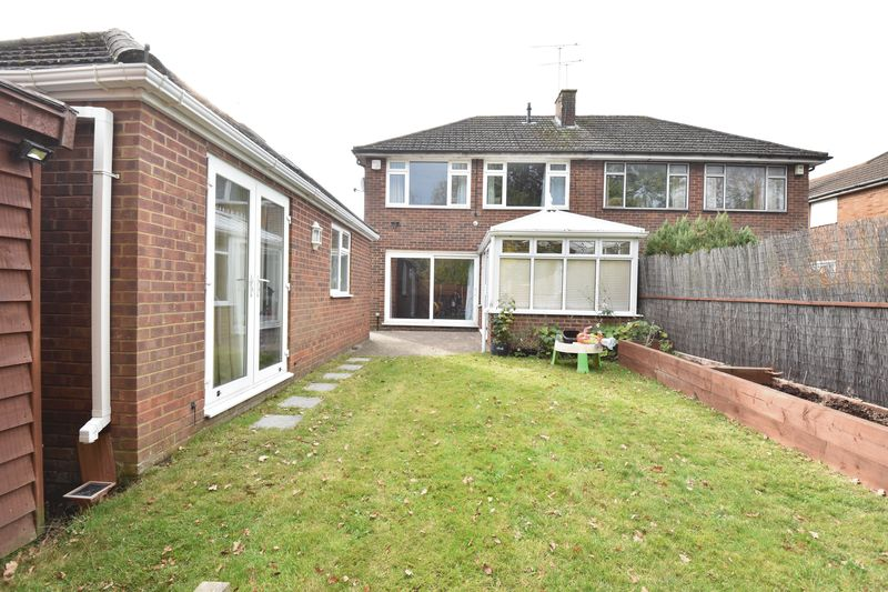 3 bedroom Semi-Detached  to rent in Forrest Crescent, Luton - Photo 1