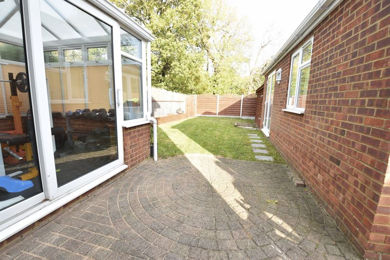 3 bedroom Semi-Detached  to rent in Forrest Crescent, Luton - Photo 5