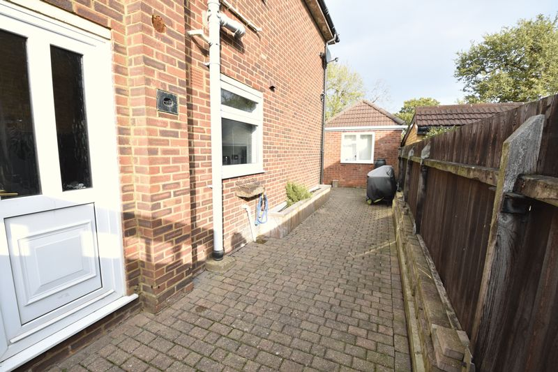 3 bedroom Semi-Detached  to rent in Forrest Crescent, Luton - Photo 7
