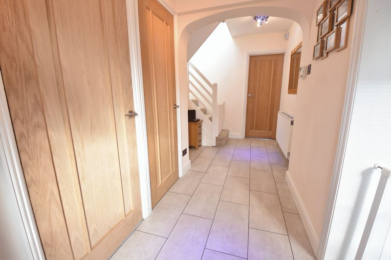 3 bedroom Semi-Detached  to rent in Forrest Crescent, Luton - Photo 15