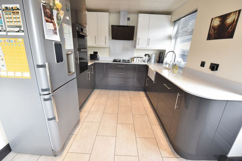 3 bedroom Semi-Detached  to rent in Forrest Crescent, Luton - Photo 19