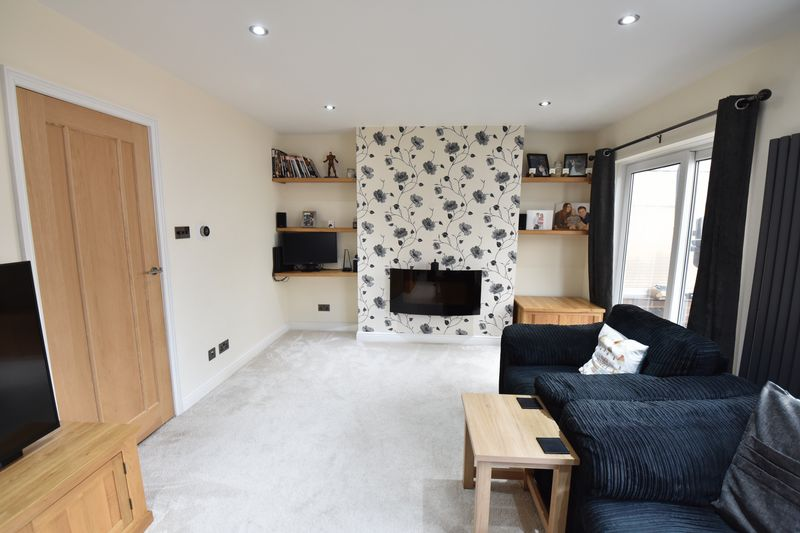 3 bedroom Semi-Detached  to rent in Forrest Crescent, Luton - Photo 22