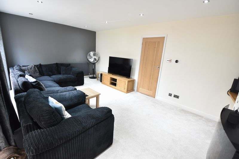 3 bedroom Semi-Detached  to rent in Forrest Crescent, Luton - Photo 23