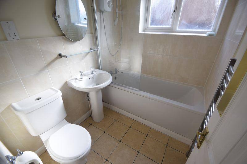 3 bedroom Semi-Detached  to buy in Lambourn Drive, Luton - Photo 11