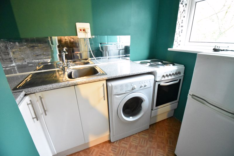 1 bedroom Flat to rent in Crawley Green Road, Luton - Photo 4