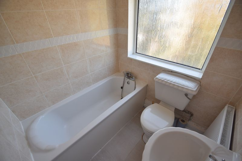 2 bedroom Semi-Detached  to buy in Third Avenue, Luton - Photo 7