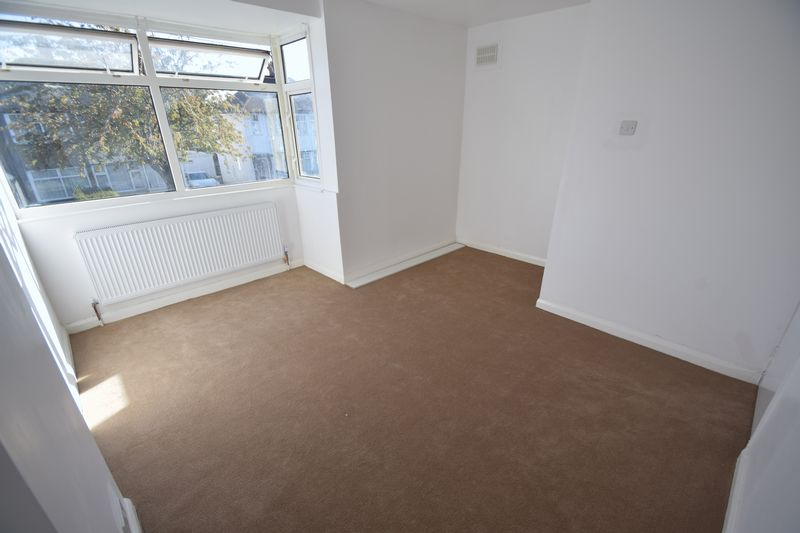 2 bedroom Semi-Detached  to buy in Third Avenue, Luton - Photo 9