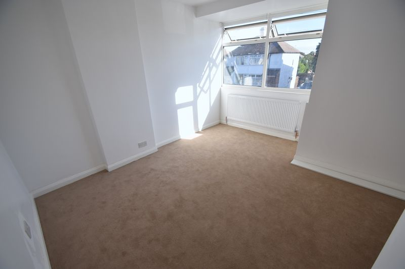 2 bedroom Semi-Detached  to buy in Third Avenue, Luton - Photo 10