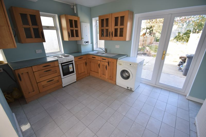 2 bedroom Semi-Detached  to buy in Third Avenue, Luton - Photo 12