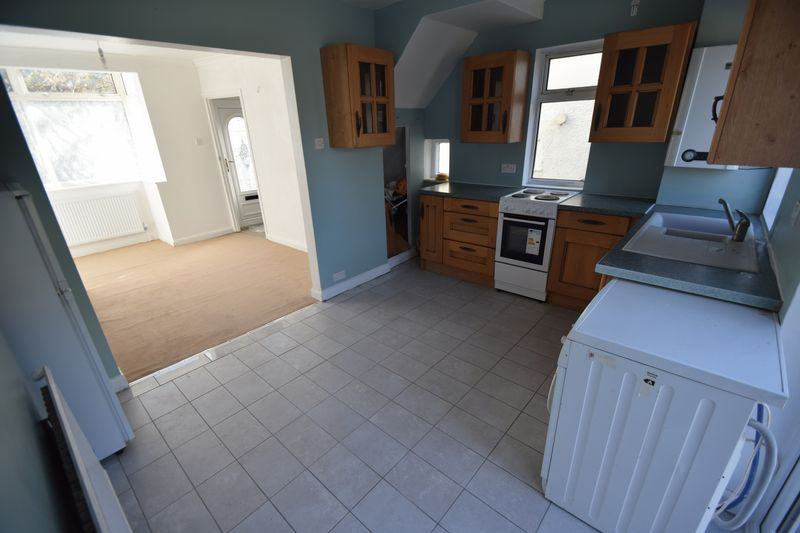 2 bedroom Semi-Detached  to buy in Third Avenue, Luton - Photo 16