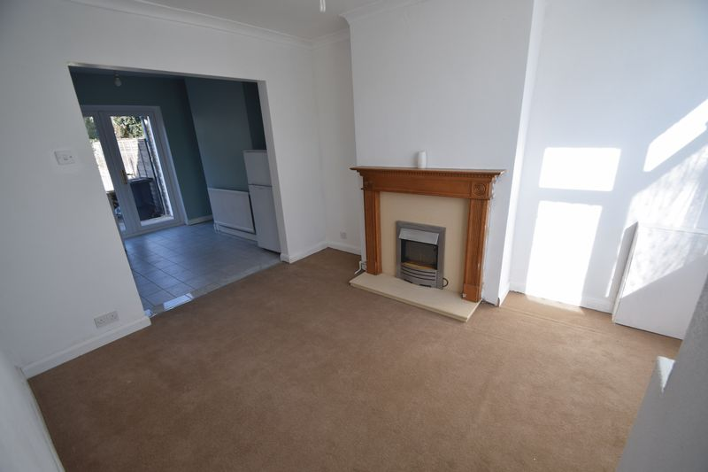 2 bedroom Semi-Detached  to buy in Third Avenue, Luton - Photo 18