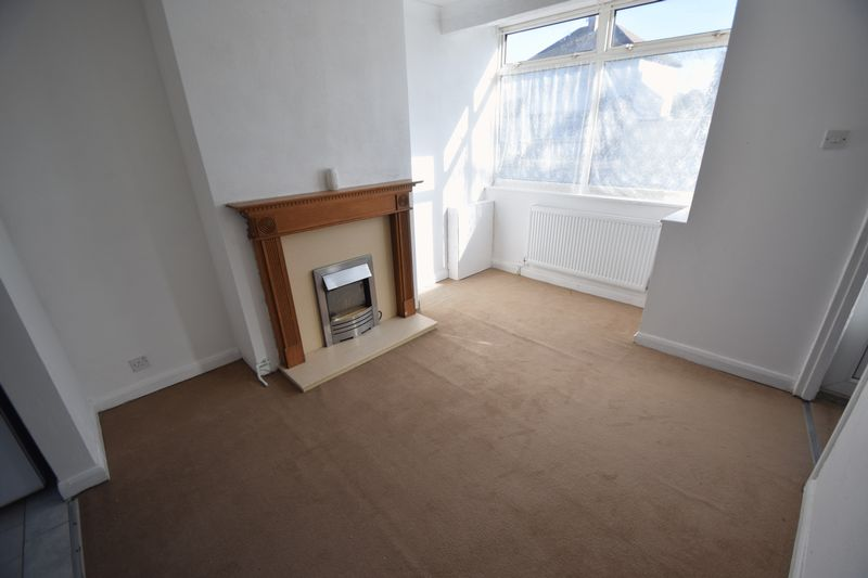 2 bedroom Semi-Detached  to buy in Third Avenue, Luton - Photo 19