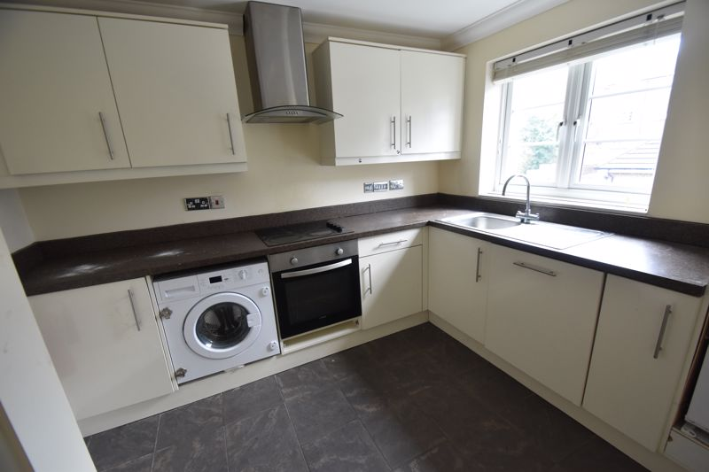 2 bedroom Mid Terrace to rent in Grove Road, Luton - Photo 5