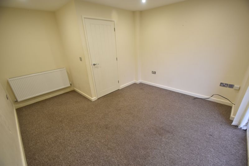 2 bedroom Mid Terrace to rent in Grove Road, Luton - Photo 35