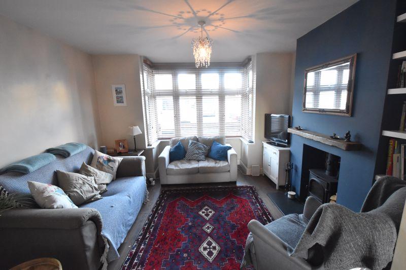 3 bedroom Semi-Detached  to rent in Rutland Crescent, Luton - Photo 2