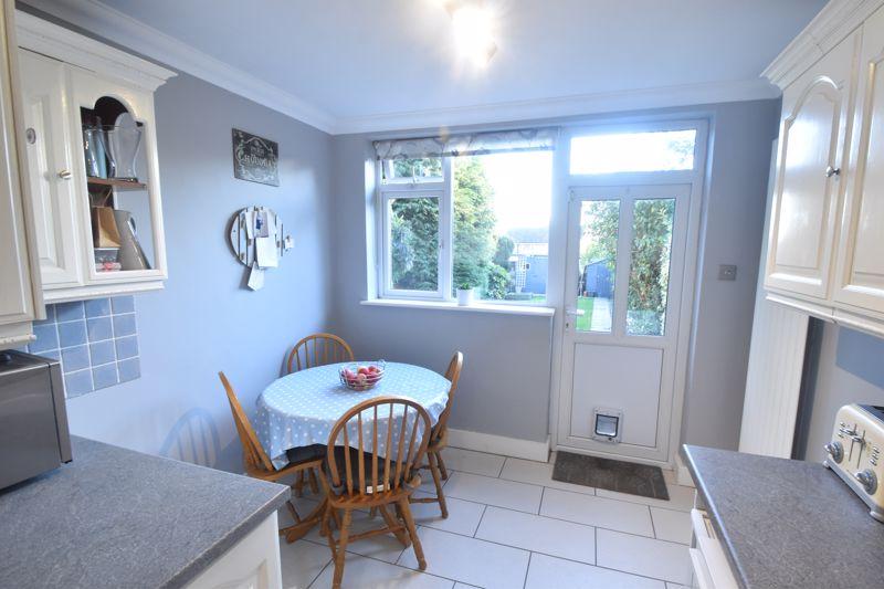 3 bedroom Semi-Detached  to rent in Rutland Crescent, Luton - Photo 4